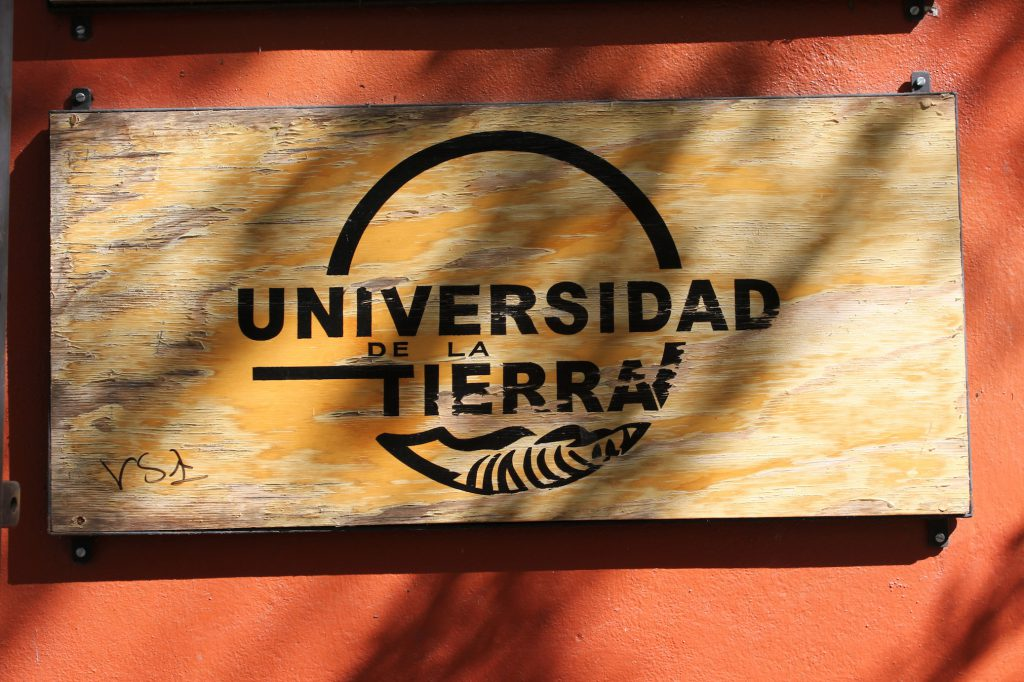 Unitierra-outdoor-sign